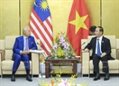 ក្នុងឱកាសអញ្ជើញចូលរួមក្នុងសប្តាហ៍កំពូល APEC ២០១៧ នៅខេត្តដាណាំង (Da Nang) នារសៀលថ្ងៃទី៩ ខែវិច្ឆិកា ឆ្នាំ២០១៧ លោកប្រធានរដ្ឋនដាយក្វាង (Tran Dai Quang) បានជួបសវនាការទ្វេភាគីជាមួយ លោកនាយករដ្ឋមន្ត្រីម៉ាឡេស៊ី Najib Tun Razak ។ រូបថត៖ ទីភ្នាក់ងារសារព័ត៌មានវៀតណាម