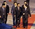 ໂດຍຕອບສະໜອງຕາມຄຳເຊື້ອເຊີນຂອງທ່ານ ເຈີ່ນດ້າຍກວາງ, ປະທານປະເທດແຫ່ງ ສສ. ຫວຽດນາມ ແລະ ພັນລະຍາ,  ຄະນະຜູ້ນຳຂັ້ນສູງພື້ນຖານເສດຖະກິດ ບຣູໄນ ໂດຍເຈົ້າຊີວິດ Haji Hassanal Bolkiah ນຳໜ້າ ເຂົ້າຮ່ວມສັບປະດາ ຂັ້ນສູງ APEC 2017 ທີ່ນະຄອນ ດ່າໜັງ. ວັນທີ 9 ພະຈິກ 2017, ທ່ານ ຟຸ່ງຊວນຫຍ້າ, ລັດຖະມົນຕີ ກະຊວງສຶກສາທິການ ໄດ້ມາຕ້ອນຮັບ ຄະນະ ທີ່ສະໜາມບິນສາກົນ ດ່າໜັງ. ພາບ: VNA