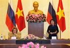 越南国会主席阮氏金银与俄联邦委员会主席瓦莲京娜•伊万诺芙娜•马特维延科共同主持促进越俄两国地方合作座谈会。越通社记者 仲德 摄