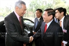 On March 21, 2017, at the Reunification Palace in Ho Chi Minh City, Chairman of the Ho Chi Minh City People's Committee Nguyen Thanh Phong and other leaders of the city meet with Singaporean Prime Minister Lee Hsien Loong during his official visit to Vietnam. Photo: Thanh Vu/VNA