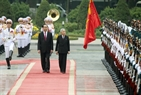 State President Tran Dai Quang and Emperor Akihito review the honour guard of the Vietnam People's Army. Photo: Nguyen Dan/VNA