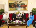 Party General Secretary Nguyen Phu Trong and his wife receive Emperor Akihito and Empress Michiko. Photo: Tri Dung/VNA
