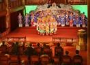 Nhà vua và Hoàng hậu thưởng thức Nhã nhạc Cung đình Huế tại Nhà hát Duyệt Thị Đường trong Đại Nội, Huế. Ảnh: Hồ Cầu/TTXVN