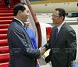 Bộ trưởng bộ Văn hoá Trung Quốc Lác Thụ Cương đón Chủ tịch nước Trần Đại Quang và Phu nhân Nguyễn Thị Hiền tại sân bay Quốc tế Bắc Kinh. Ảnh: Nhan Sáng/TTXVN