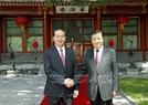 잔다이꽝(Trần Đại Quang)국가주석이 류윈산(劉云山) 중국 공산당 정치국 상무위원과 만남을 가지고있다.사진:난상(Nhan Sáng)/베트남 통신사