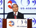 PM Nguyen Xuan Phuc delivers a speech at a dinner party held by American Chamber of Commerce and ASEAN – US Business Association. Photo: Thong Nhat / VNA