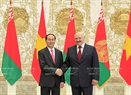 Belarusian President Alexander Lukashenko and Vietnamese President Tran Dai Quang at the welcoming ceremony. Photo: Nhan Sang / VNA