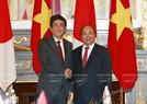 Japanese PM Shinzo Abe welcomes PM Phuc on June 6 in Tokyo, Japan. Photo: Thong Nhat /VNA