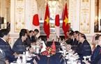 Japanese PM Shinzo Abe holds talks with PM Phuc. Photo: Thong Nhat /VNA