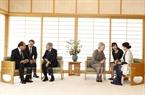 Премьер-министр Вьетнама Нгуен Суан Фук с его супругой провел встречу с императором Акихито с его супругой Мичико в императорском дворце в Токио. Фото: Тхонг Нят/ВИА