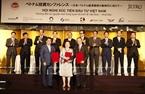6月5日下午,政府总理阮春福在东京出席越南投资促进会。图为阮春福总理见证越南和日本企业的合作文件的签字仪式。越通社记者统一摄