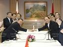 6月5日下午在首都东京,政府总理阮春福会见日本众议院议长大岛理森(Tadamori Oshima)。越通社记者统一摄