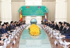 The visit by Party General Secretary Nguyen Phu Trong offers Vietnam and Cambodia a chance to chart a new course for their relationship, said Cambodia's Prime Minister Samdech Hun Sen at his meeting with the Vietnamese leader in Phnom Penh on July 20. Photo: Tri Dung/VNA