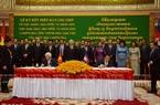 Tại Trụ sở Quốc hội Campuchia ở Thủ đô Phnom Penh, Tổng Bí thư Nguyễn Phú Trọng và Chủ tịch Quốc hội Campuchia Samdech Heng Samrin đã chứng kiến Lễ ký kết Bản ghi nhớ về việc Đảng, Nhà nước và Nhân dân Việt Nam tặng Nhà nước và Nhân dân Campuchia Tòa nhà làm việc của Ban Thư ký và các Ủy ban chuyên trách của Quốc hội Campuchia. Ảnh: Phan Minh Hưng / P/v TTXVN tại Campuchia.