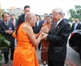 Party General Secretary Nguyen Phuc Trong on July 21 paid a visit to the Great Supreme Patriarch Buddhist Monk King Tep Vong at the Unalom pagoda in Phnom Penh as part of the Vietnamese Party leader's State visit to Cambodia.Photo: Tri Dung/VNA