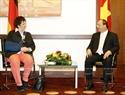 2017年7月6日、ベルリンで、ブリギッテ・ツィプリース経済・エネルギー相と会見するグエン・スアン・フック首相。撮影:トン・ヌアットーベトナム通信社