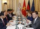 Prime Minister Nguyen Xuan Phuc holds talks with Chancellor Angela Merkel. Photo: Thong Nhat / VNA