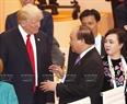 20カ国・地域(G20)首脳会議のエリアにおいては、2017年7月7日の午後、グエン・スアン・フック首相はドイツのハンブルクで ドナルド・トランプアメリカ大統領と会見した。撮影:トン・ヌアットーベトナム通信社