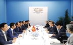 Prime Minister Nguyen Xuan Phuc met with Korean President  Moon Jae-in in Hamburg on July 7 on the sidelines of the G20 Summit. Photo: Thong Nhat / VNA