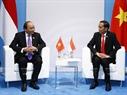 20カ国・地域(G20)首脳会議のエリアにおいては、2017年7月8日の午後、グエン・スアン・フック首相はドイツのハンブルクで ジョコ・ウィドドインドネシア首相と会見した。撮影:トン・ヌアットーベトナム通信社