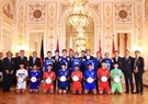 Heads of delegations and delegates attending the summit pose for a photo with captains of football teams competing at the Japan-Mekong U-17 Football Tournament. Photo: Thong Nhat/VNA