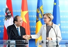 The Vietnamese Prime Minister met with Governor of Lower Austria Johanna Mikl-Leitner in Vienna on October 16 and the two leaders held a press conference after their meeting. Photo: Thong Nhat/VNA