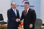 El primer ministro Nguyen Xua Phuc sostuvo un encuentro con el presidente de Mongolia, Khaltmaagiin Battulga. Foto: Thong Nhat - VNA