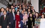 В рамках своего витита в Бельгию, во второй половине 17 октября 2018 года в Брюсселе премьер-министр Нгуен Суан Фук со своей супругой посетил и беседовал со сотрудниками посольства и представителями Вьетнамского сообщества в Бельгии. Фото: Тхонг Нят/ВИА
