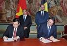 Los primeros ministros de Vietnam, Nguyen Xuan Phuc, y de Bélgica, Charles Michel, asistieron a la ceremonia de firma del Acuerdo de Asociación Estratégica entre los dos gobiernos en el campo de la agricultura. Foto: Thong Nhat - VNA