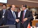 Thủ tướng Nguyễn Xuân Phúc và Thủ tướng Chính phủ Hoàng gia Campuchia Samdech Techo Hun Sen tại Phiên họp toàn thể thứ nhất Hội nghị Cấp cao ASEM 12. Ảnh: Thống Nhất/TTXVN