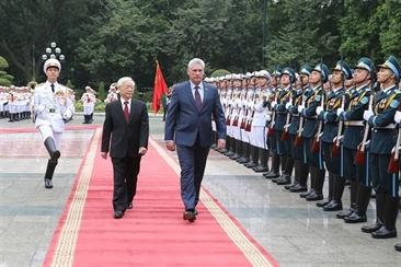 Cuban President of Council of State visits Vietnam