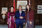 Prime Minister of New Zealand Jacinda Ardern receives the Vietnamese leader and his spouse. Photo: Thong Nhat/VNA
