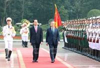 韩国总统文在寅和夫人对越南进行国事访问