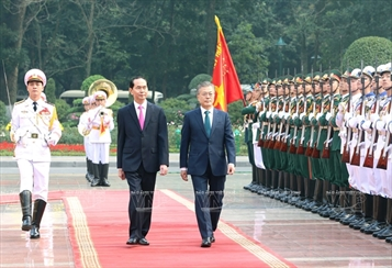 The Republic of Koreas President Moon Jae-in and his spouse pay state visit to Vietnam