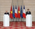 The two leaders address the press at the Élysée Palace. Photo: Tri Dung / VNA
