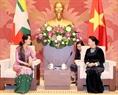 ຕອນບ່າຍ ວັນທີ 20 ເມສາ 2018, ທີ່ຫໍສະພາແຫ່ງຊາດ, ທ່ານນາງ ຫງວຽນທິກີມເງິນ, ປະທານສະພາແຫ່ງຊາດ ໄດ້ຕ້ອນຮັບ ທ່ານນາງ San Suu Kyi ທີ່ປຶກສາແຫ່ງລັດ, ລັດຖະມົນຕີ ກະຊວງ ການຕ່າງປະເທດ, ລັດຖະມົນຕີຫ້ອງວ່າການ ປະທານາທິບໍດີ ມຽນມາ ເນື່ອງໃນໂອກາດ ມາຢ້ຽມຢາມ ປະເທດ ສສ ຫວຽດນາມ ຢ່າງເປັນທາງການ. ພາບ: ຈ້ອງດຶກ/VNA