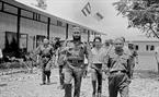 នាថ្ងៃទី១៥ ខែកញ្ញា ឆ្នាំ១៩៧៣ សមមិត្ត Fidel Castro លេខាទី ១ គណៈកម្មការមជ្ឈិមបក្សកុម្មុនិស្តគុយបា និងជានាយករដ្ឋមន្ត្រីរដ្ឋាភិបាលបដិវត្តន៍គុយបា អញ្ជើញចុះសួរសុខទុក្ខគណៈកម្មការប្រជាជនបដិវត្តន៍ ខេត្តក្វាងទ្រី (Quang Tri) (តំបន់រំដោះភាគខាងត្បូងនៃប្រទេសវៀតណាម)។ រូបថត៖ ទីភ្នាក់ងារសារព័ត៌មានវៀតណាម