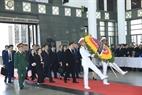 Đoàn Hàn Quốc do Thủ tướng Hàn Quốc Lee Nak-yeon dẫn đầu viếng Chủ tịch nước Trần Đại Quang. Ảnh: TTXVN.