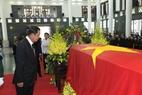 Thủ tướng Chính phủ Hoàng gia Campuchia Samdech Techo Hun Sen viếng Chủ tịch nước Trần Đại Quang. Ảnh: Nhan Sáng – TTXVN