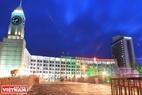Buổi sáng trước Tòa thị chính thành phố Krasnoyarsk.