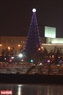 После поздравления городского руководителя, новогодная елка - 2016 официальнo загорается.