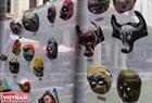 Một số tác phẩm do các họa sỹ tô màu trưng bày trong Khuôn viên của Bảo Tàng Mỹ Thuật Việt Nam. Ảnh: Dư Phiên