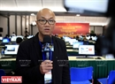 PhoBolsaTV, a programme for overseas Vietnamese in the US and other countries, sends reporters to collect information on the Party Congress for the first time. In the photo: PhoBolsaTV's reporter Vu Hoang Lan reports from the Press Centre. Photo: Trong Chinh