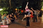 Une figure de la danse.  Photo: Trân Thanh Giang