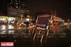 Biển cảnh báo trên đường Huỳnh Tấn Phát quận 7 để lưu ý người dân khi tham gia giao thông.  Ảnh: Nguyễn Luân