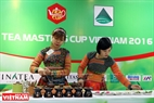 Tran Kim Anh and her colleagues (from Hanoi)compete in the contest of tea preparation. Photo: Tran Cong Dat/VNP