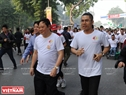 Deputy Minister of Health Nguyen Viet Tien participates in the run. Photo: Thanh Giang