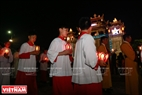 The procession with Jesus starts at 11pm and ends at midnight.