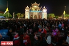 Phat Diem Church attracts thousands of people on Christmas Eve