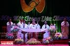 El obispado de Phat Diem realiza rituales religiosos en la víspera de Navidad.